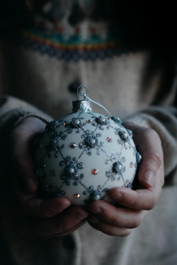 Pierwsze samotne Święta – czyli jak nie strzelić sobie w głowę przy świątecznym stole.