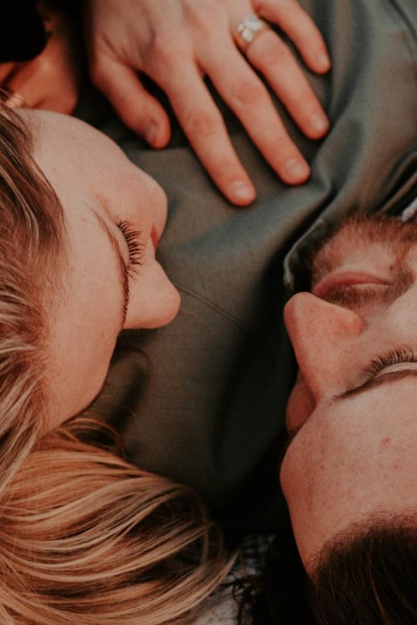 Żona czy kochanka, czyli co częściej wybiera facet?